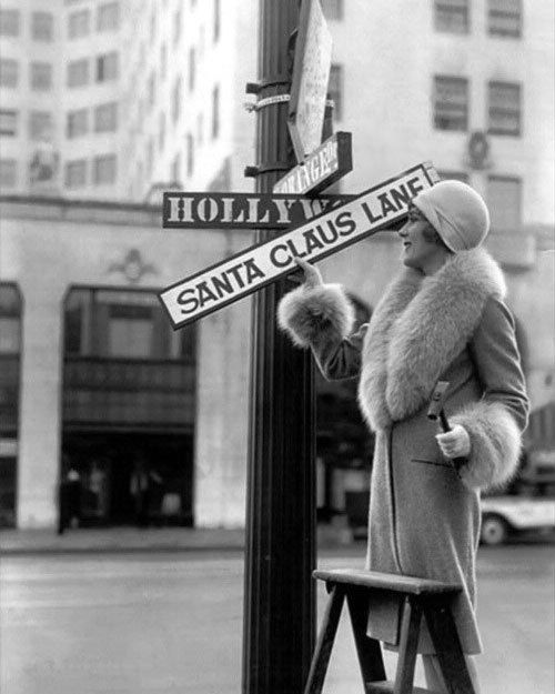 Hollywood megastar Mary Pickford symbolically changes Hollywood Blvd's sign to Santa Claus Lane -- And looks fabulous while doing it!
